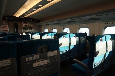 新幹線車内ガラガラ
