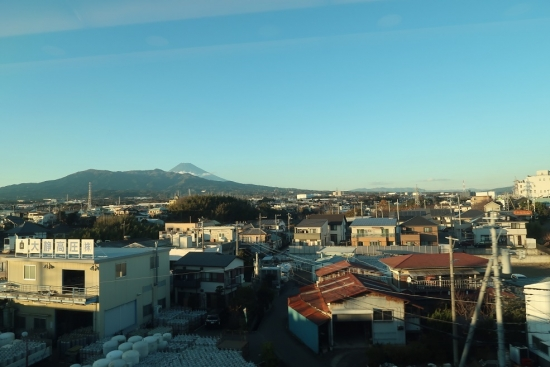 新幹線の車窓から富士山