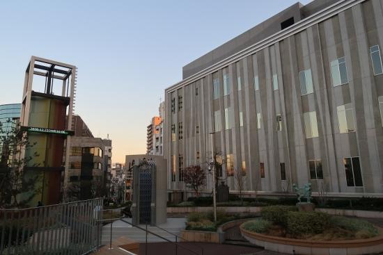 渋谷公会堂の広場