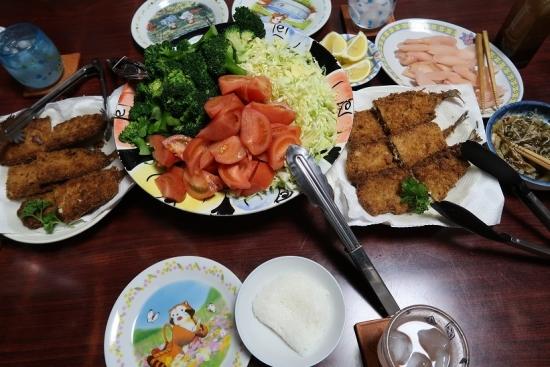 秋刀魚フライ、キャベツ千切り、ブロッコリー&トマト、岩下の新生姜