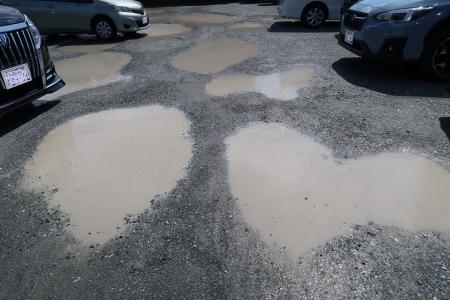 水溜りの駐車場