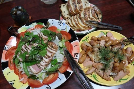 レーズンブレッド、合鴨燻製サラダ、ソテーソーセージ