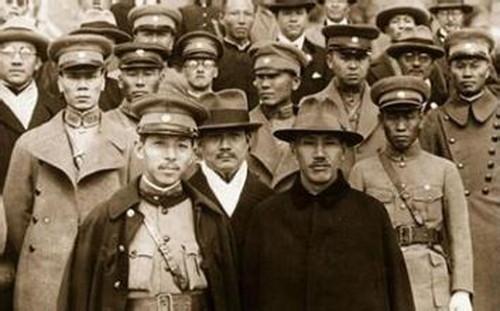 西安の蒋介石(左)と張学良(左) 1936年12月
