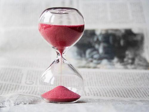 hourglass-620397_960_720p.jpg