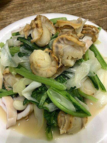 ベビーホタテとイカと小松菜の炒め物
