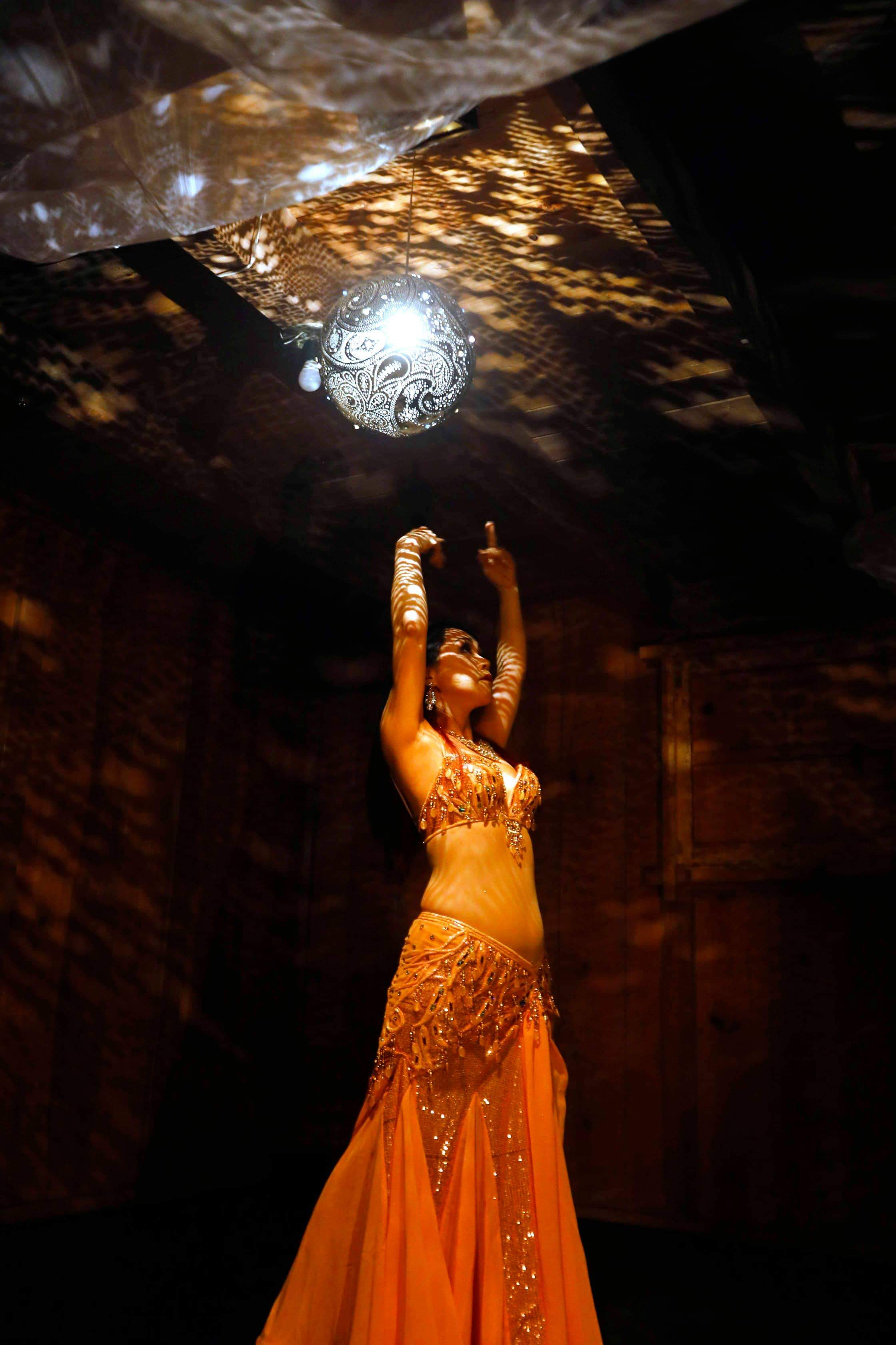 bellydanceshow_yellowdress_handsup
