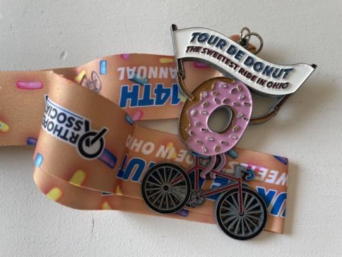Medal tour de donuts