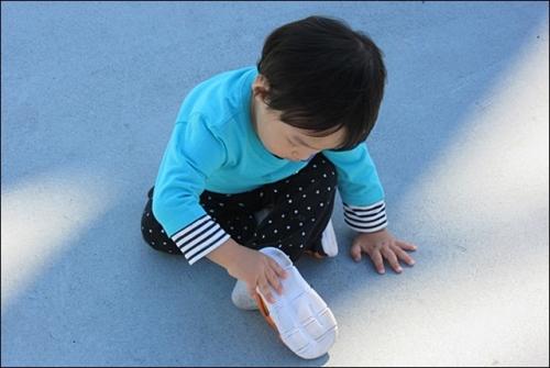 靴で遊ぶ一輝