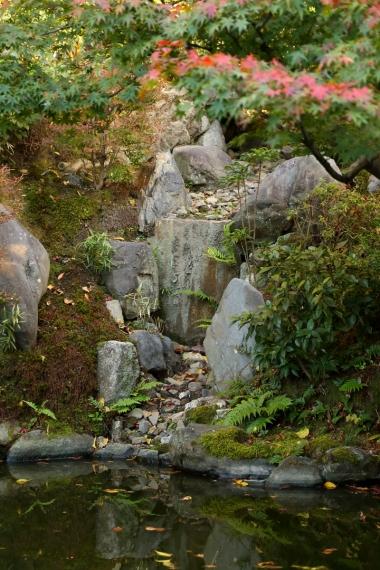 両足院庭園・枯滝石組