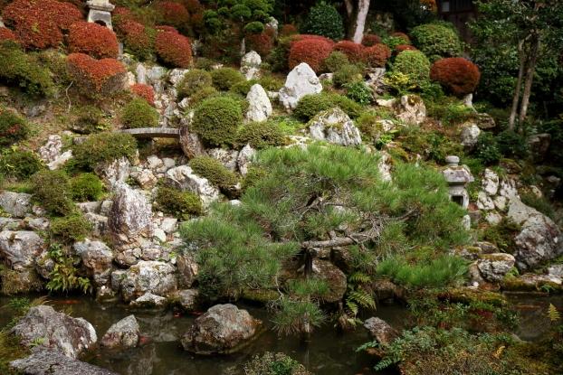 楊谷寺庭園・山畔の石組