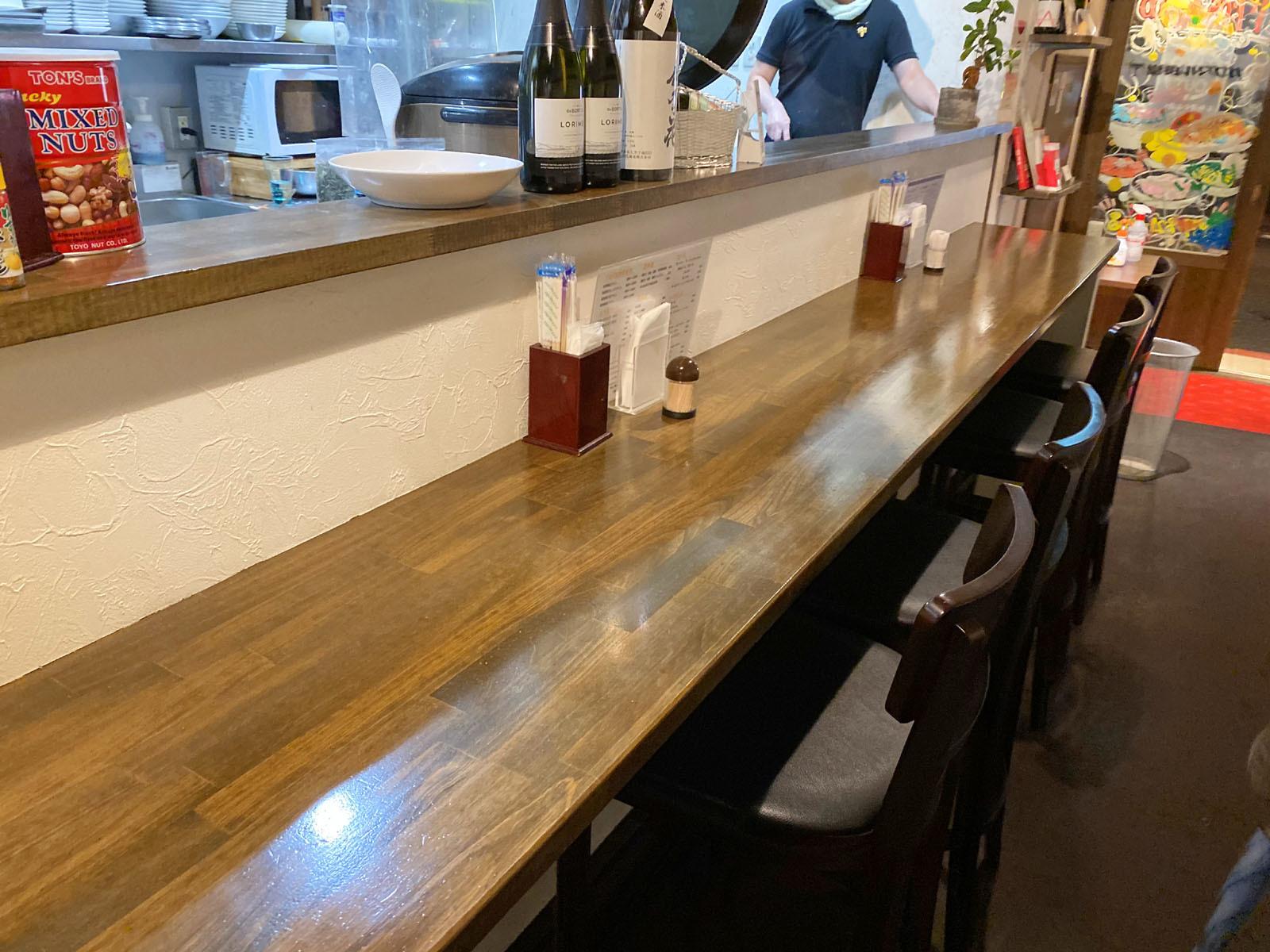 ガブマル食堂 カウンター席