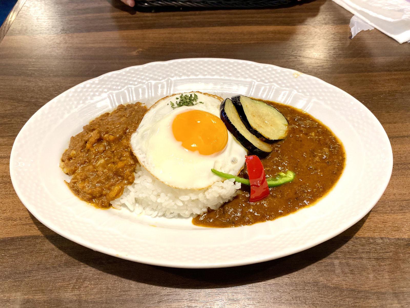 夏野菜のWカレー(星乃カレー&キーマ)ドリンク付 1180円(税抜)