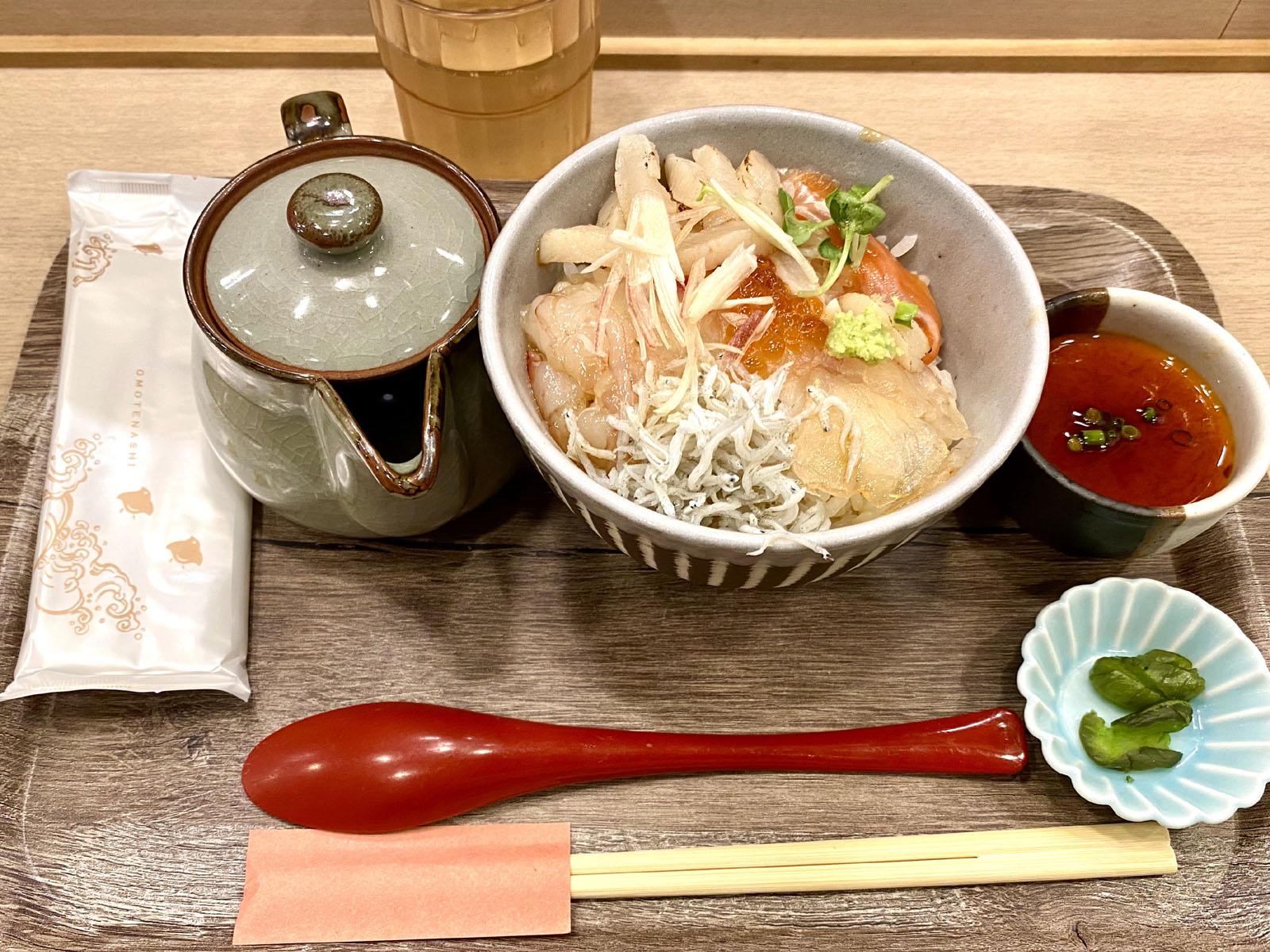 特売海鮮丼 790円