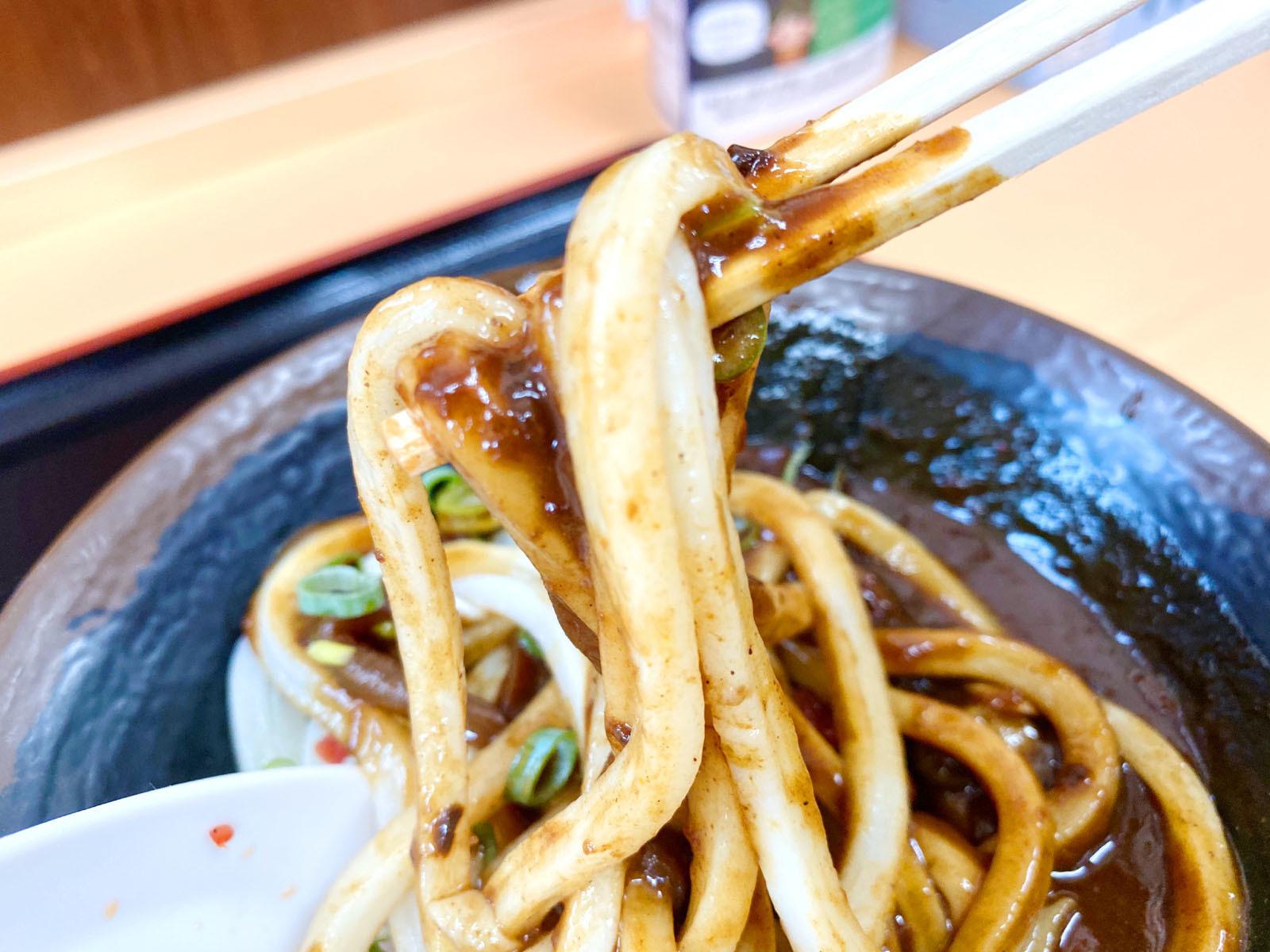 黒カレーうどん 小 440円(麺リフト)