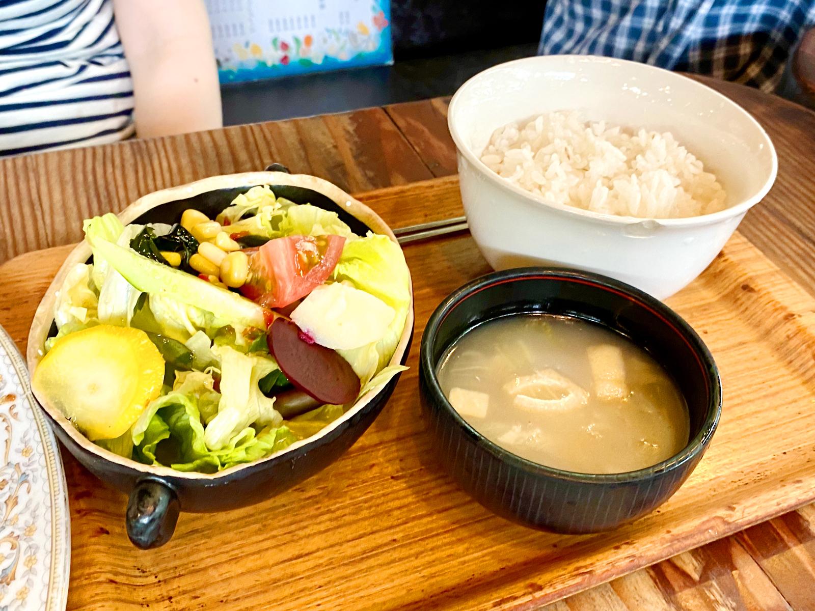 豚肉と野菜のスタミナ焼き定食 990円(サラダ、味噌汁、ごはん