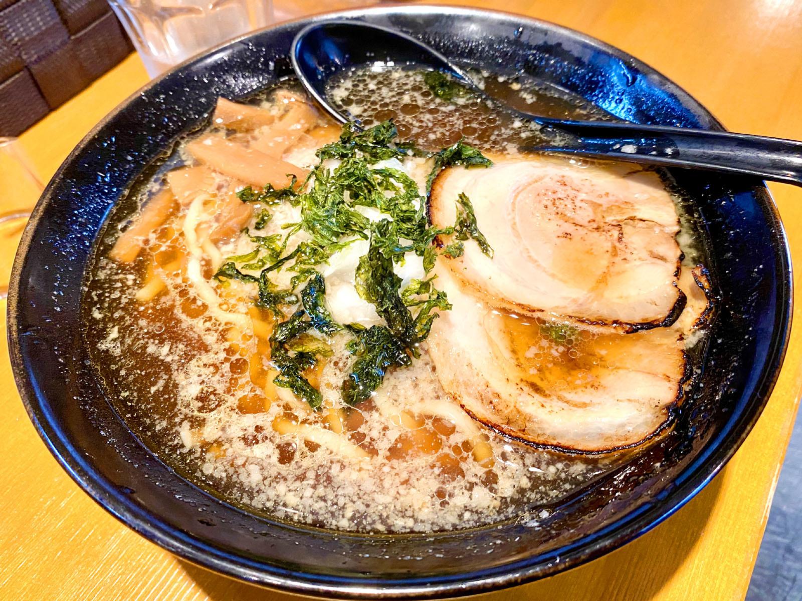 燕三条背脂醤油ラーメン 800円(税別)