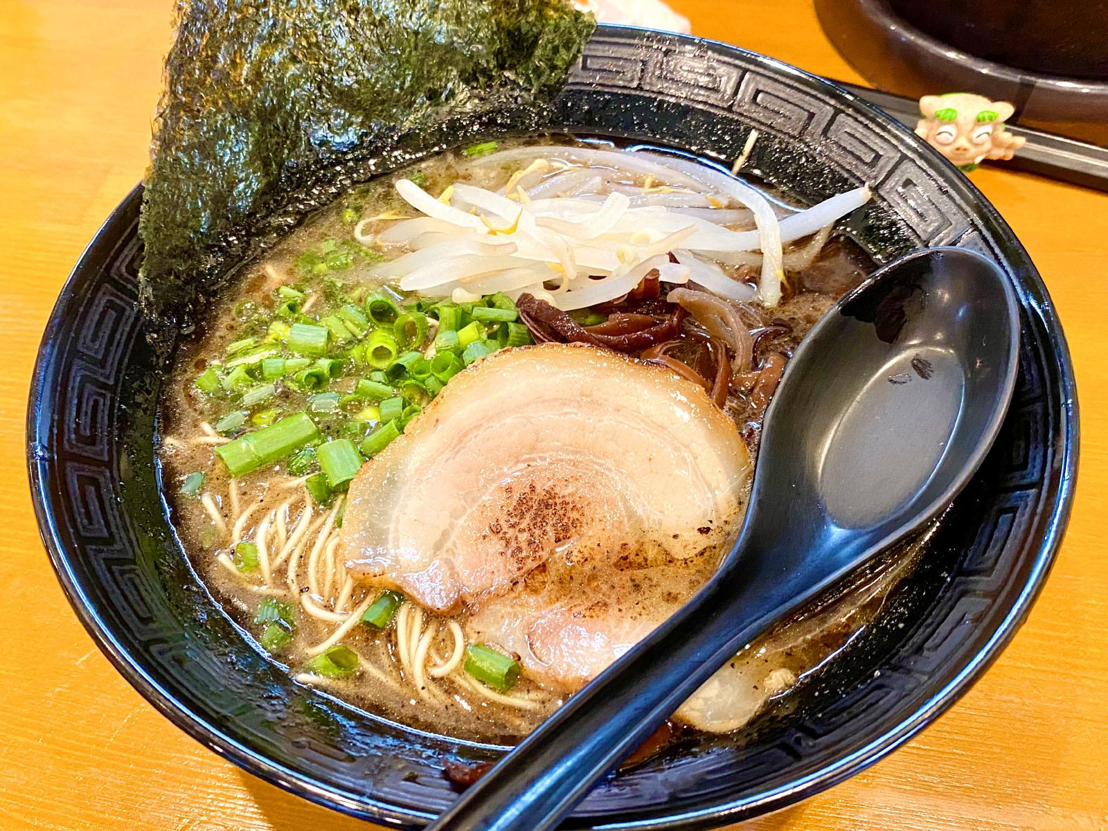 熊本風焦がしニンニク黒豚豚骨ラーメン 700円(税別