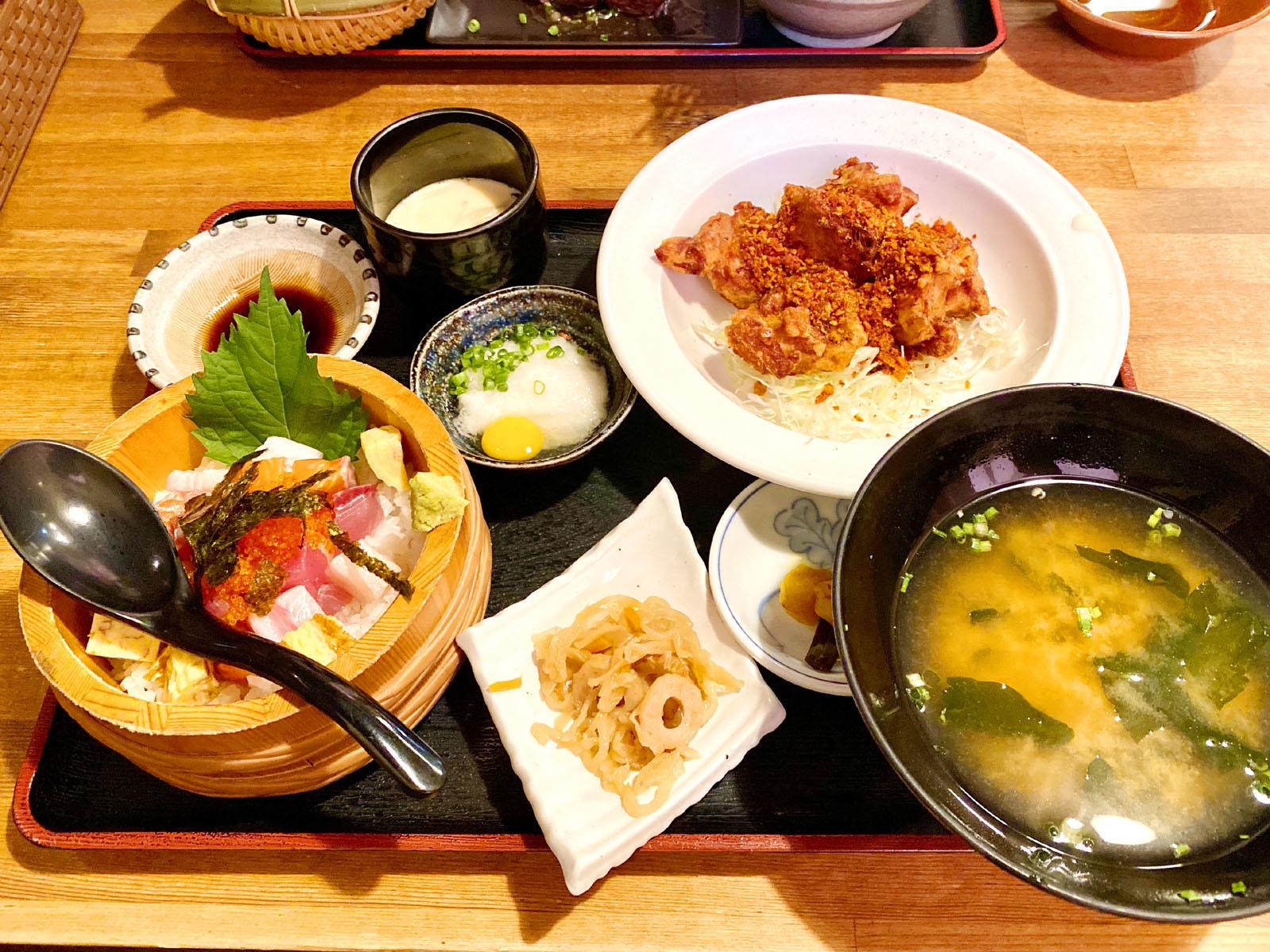 ①若鶏唐揚げ+Aまかない海鮮丼 1380円