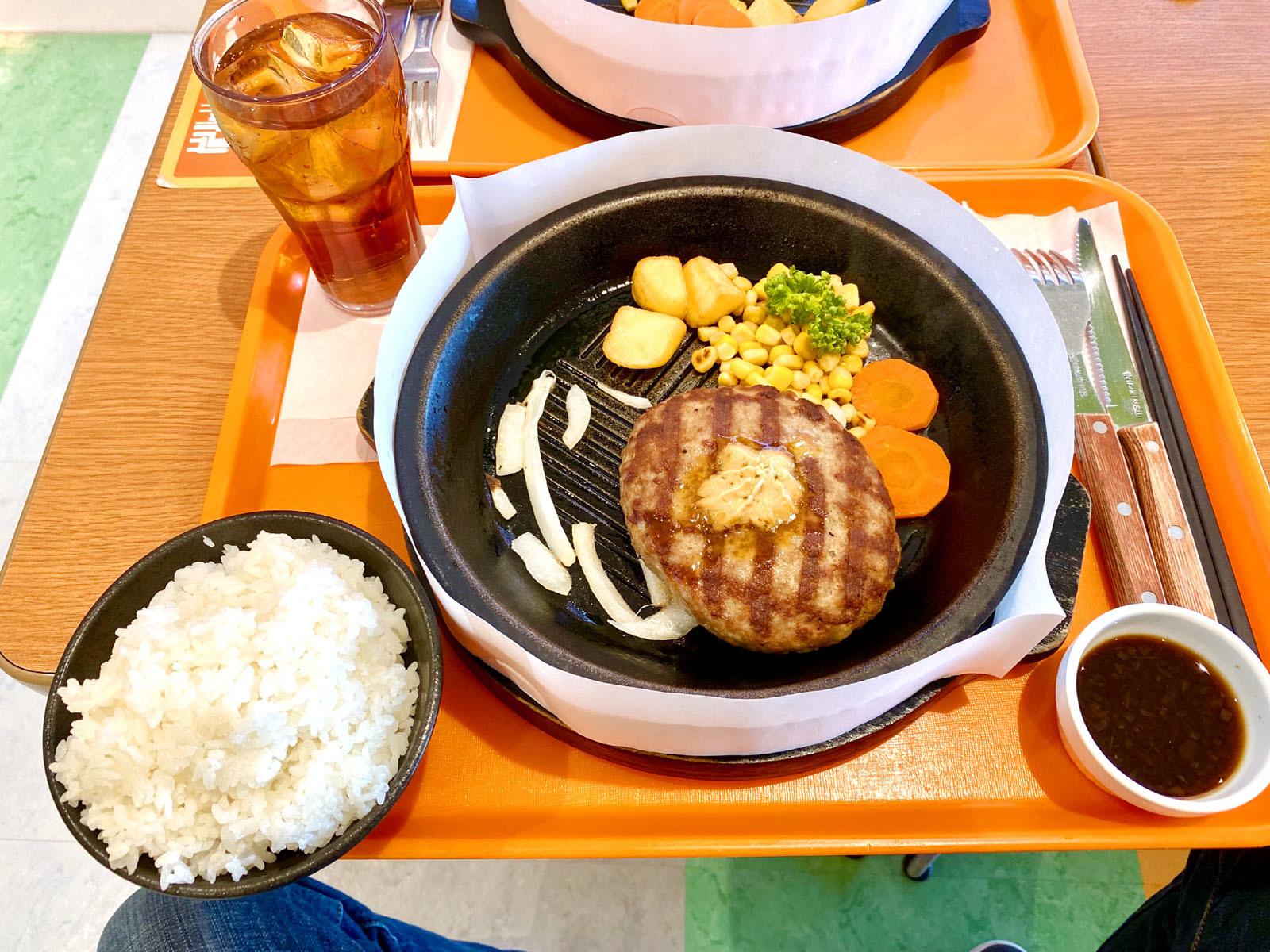 ビーフ肉塊ハンバーグ200g(ライス大盛無料) 920円