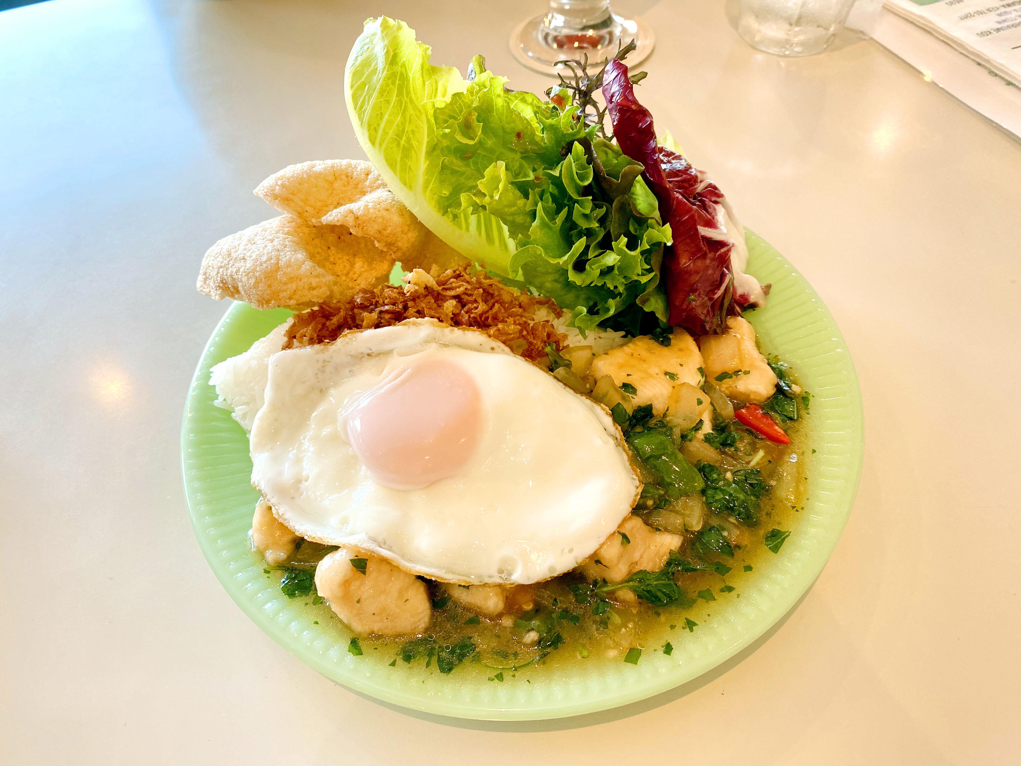 ガパオライス(鶏肉ホラパーバジルオイスター炒め) 900円(税抜)