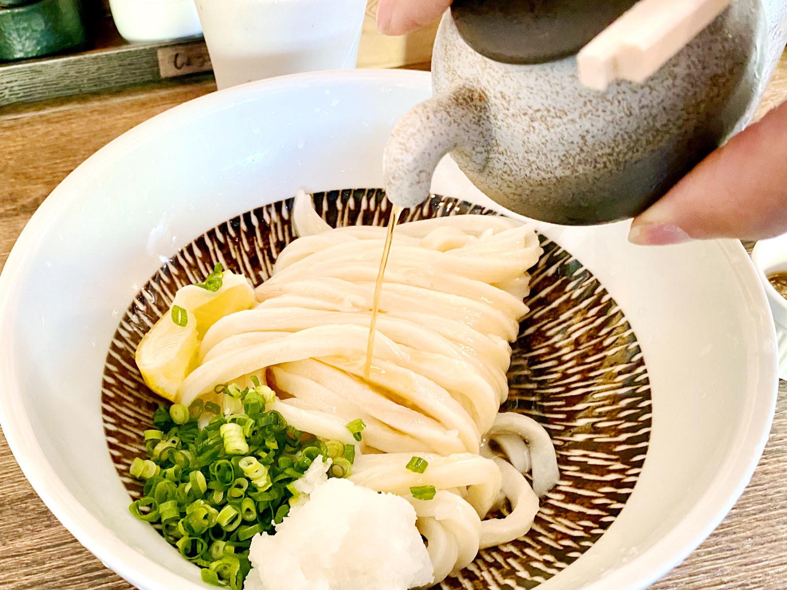 ゴリゴリいりこニンニク醤油&ピリピリしょうが醤油 580円(醤油掛け)
