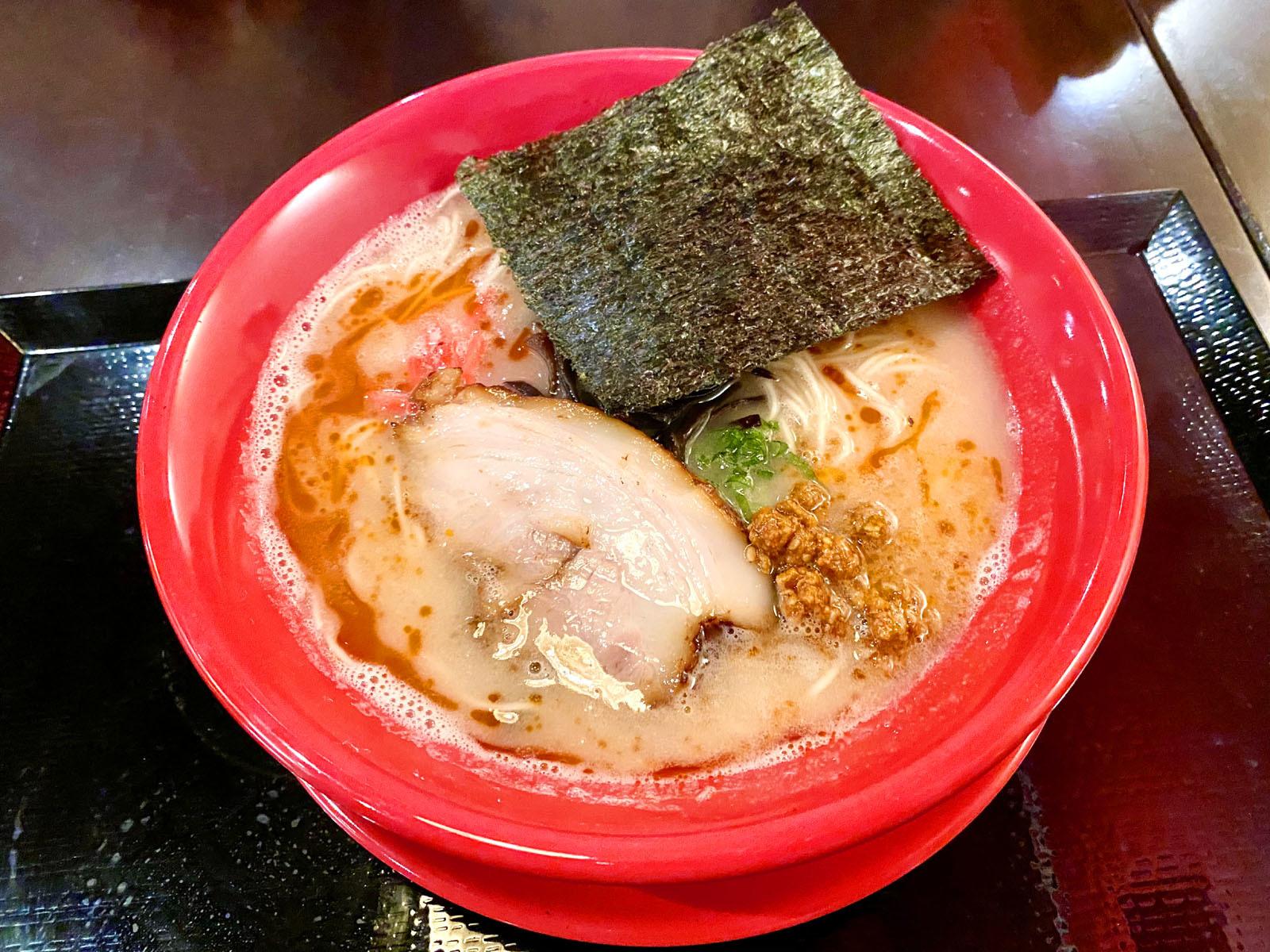 赤 辛いひき肉を乗せた坦々麺風豚骨 760円(+税)