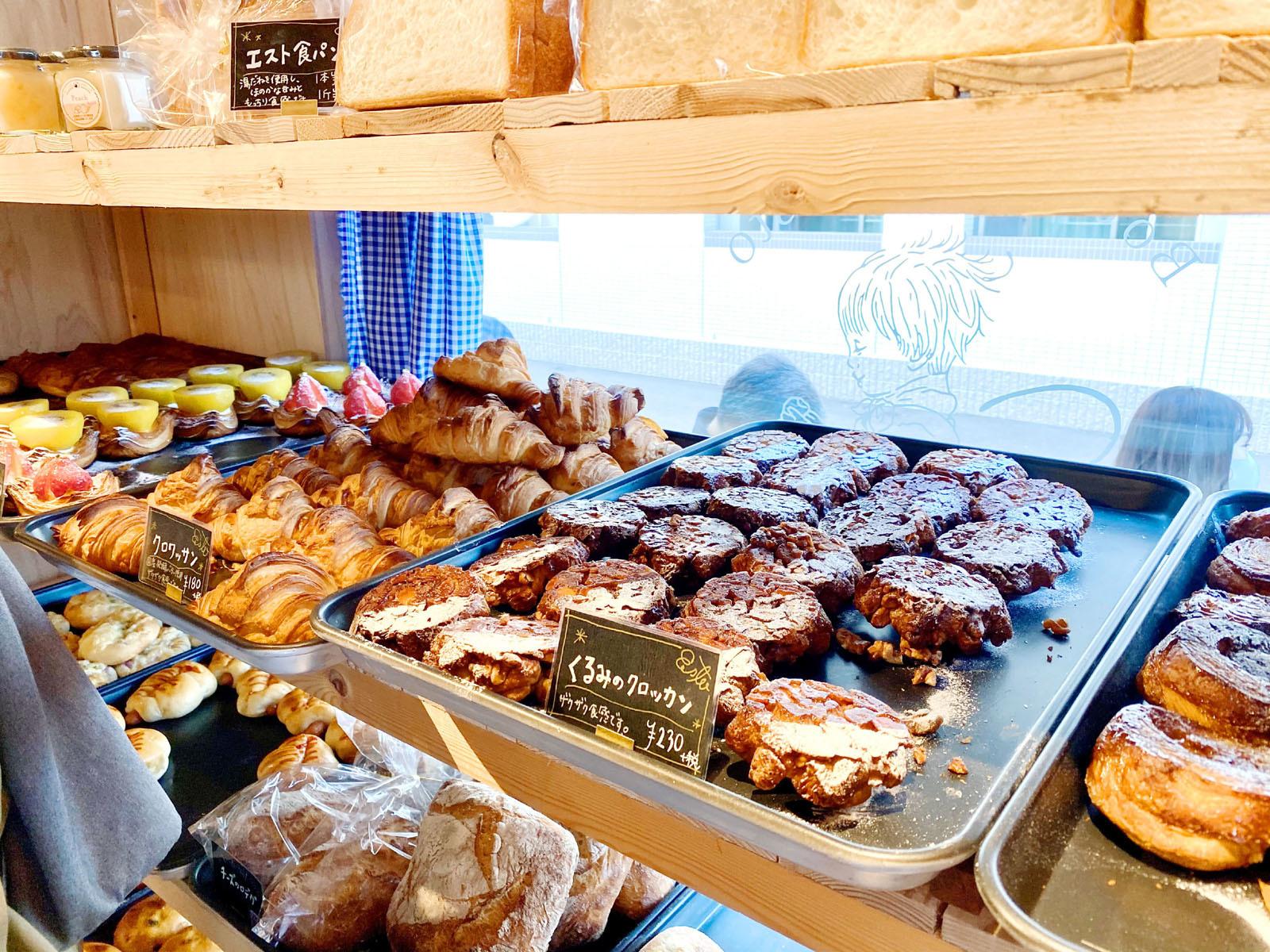 ブーランジェリー エスト 外周に並んだパンたち2