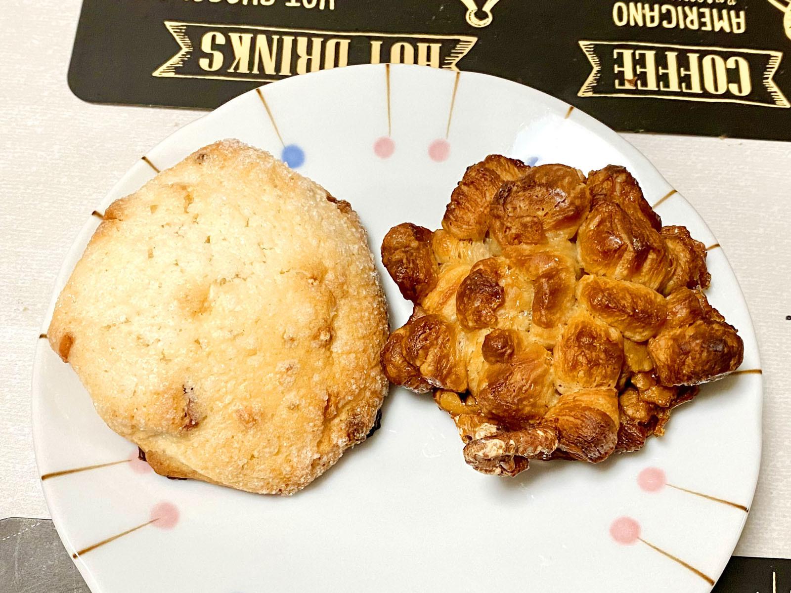 パン屋のクッキー 160円+税、くるみクロッカン 230円