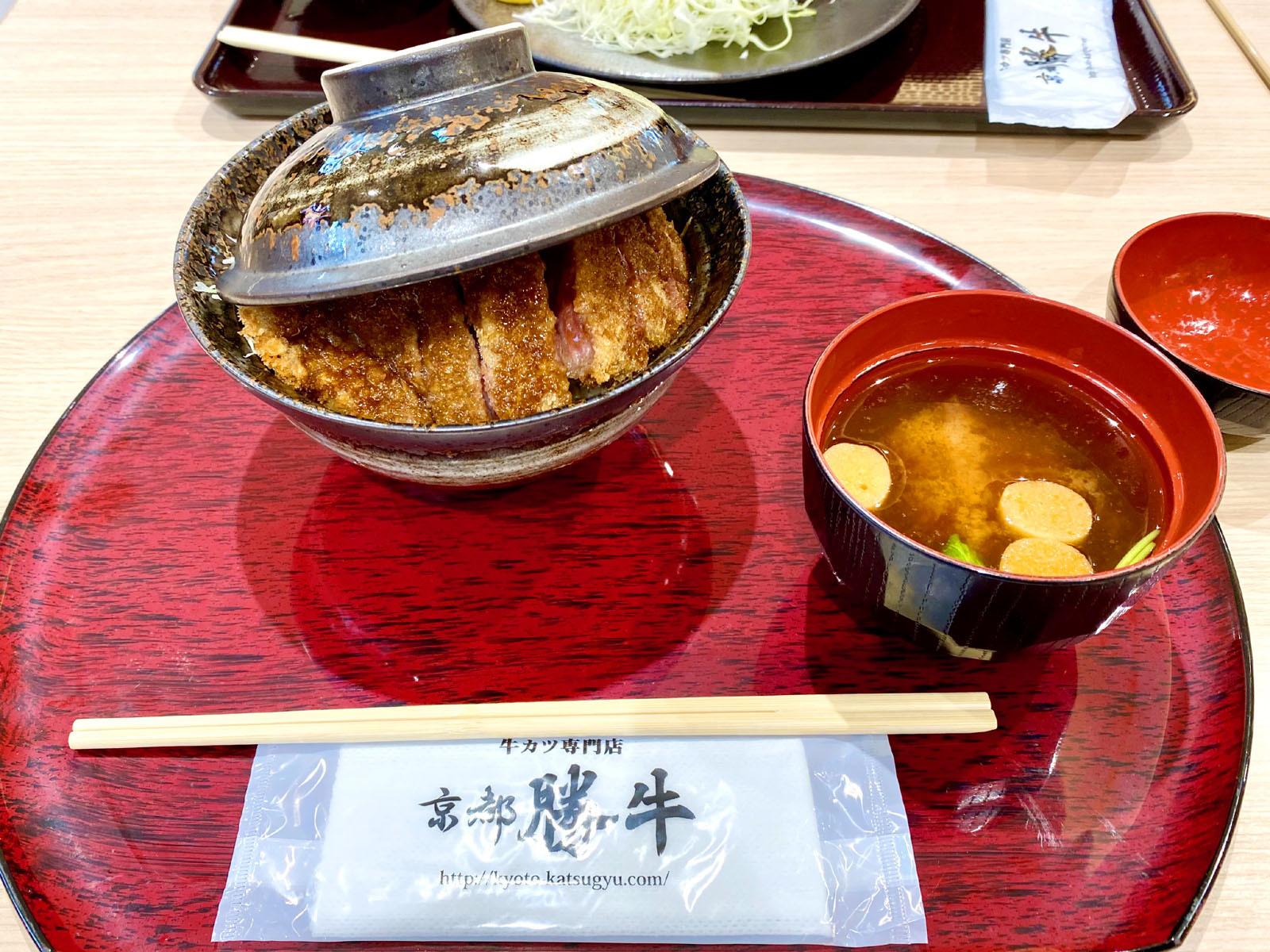 牛カツ 京都勝牛 ゆめタウン高松店 06 大判牛ソースカツ丼 赤だし付き 920円(+税)