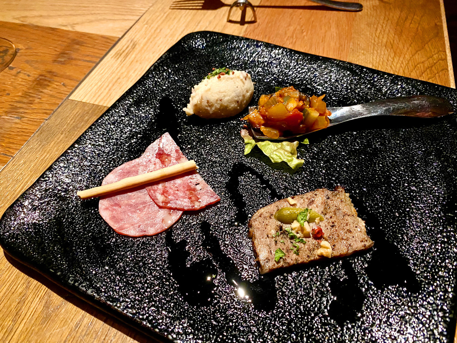 足袋のTOBICHI お肉と旬野菜の前菜4種盛り