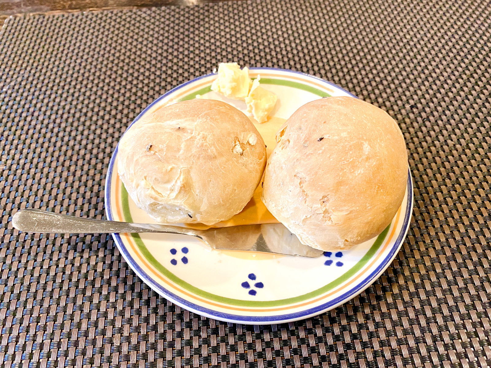 ビストロあおやぎ 手作りドイツ風パン(2ケ) 200円