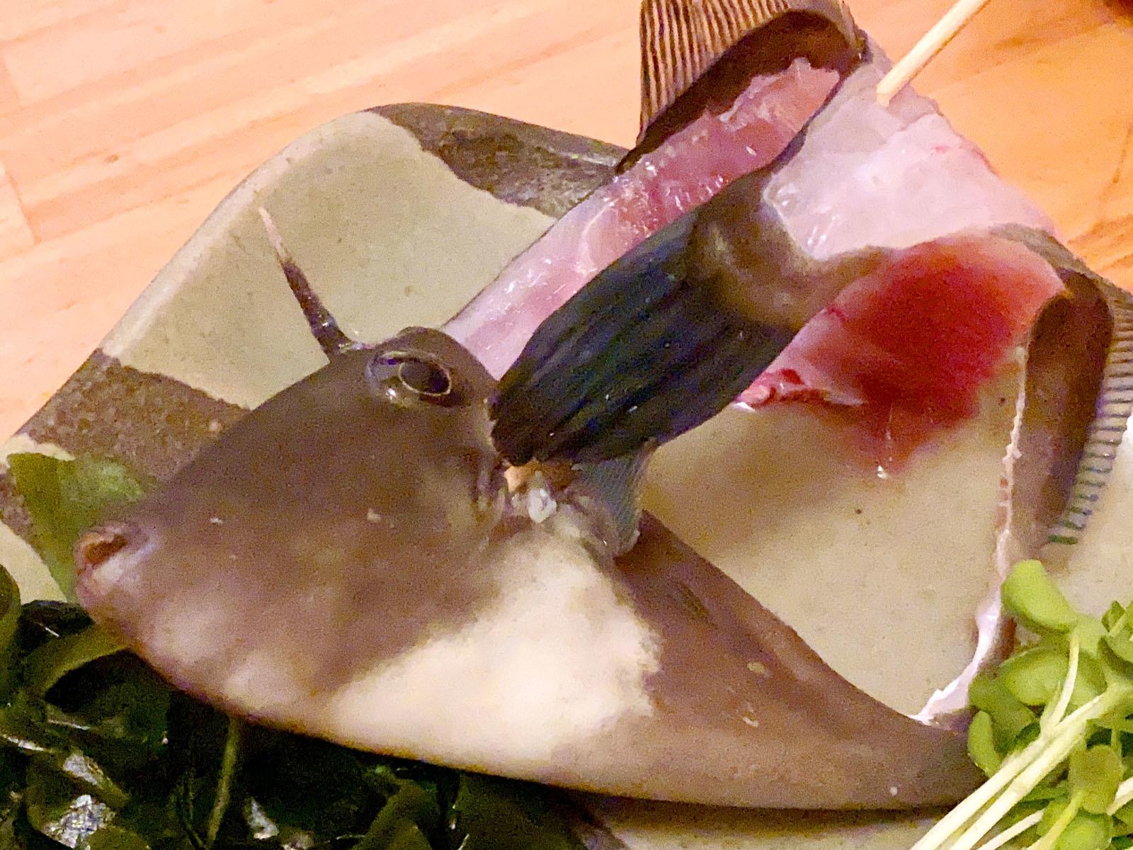 魚市場小松11 ハギの活造り(目が合う)