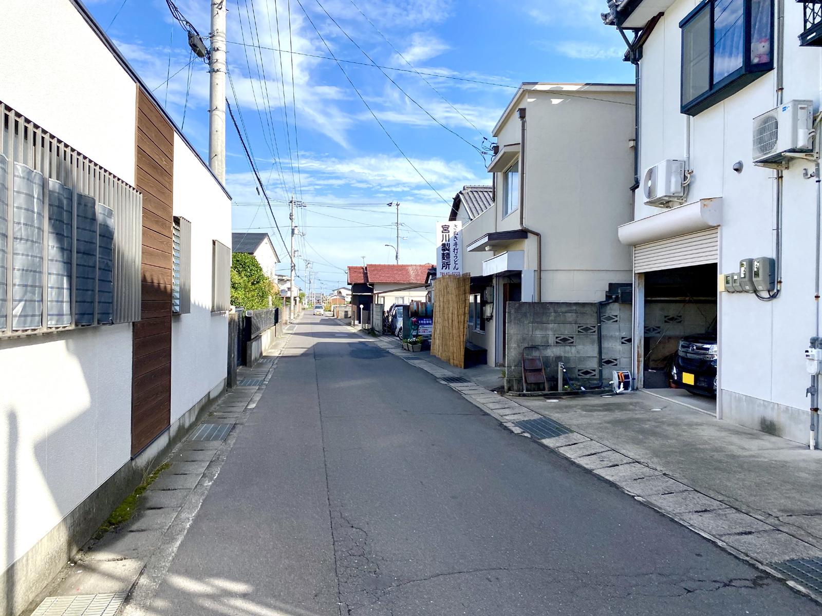 四国こどもとおとなの医療センター北側の閑静な住宅の通り