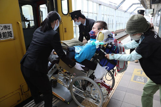 伊是名夏子 社民党 車椅子 JR プロクレーマー 確信犯