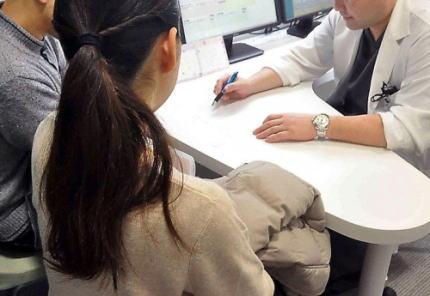 朝日新聞 菅が掲げる不妊治療の保険適用はソフトな「産めよ増やせよ」の誘いで官製の脅しだ