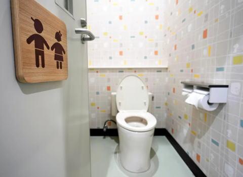 トイレ スマホ 個室 不潔