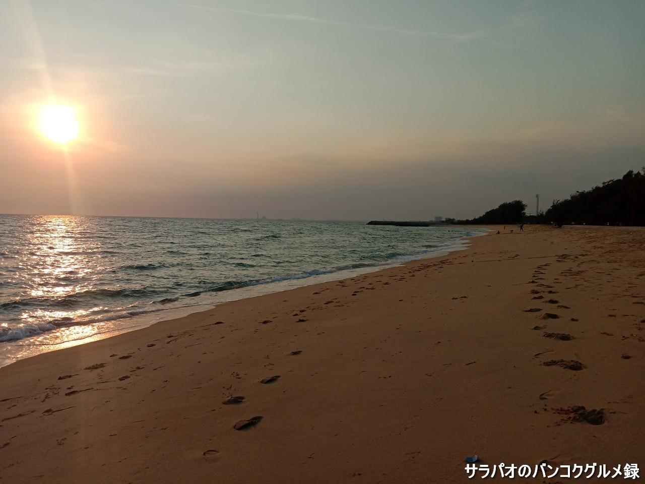 レーム・チャルーン・ビーチはタイ人に人気の静かなビーチ in ラヨーン県