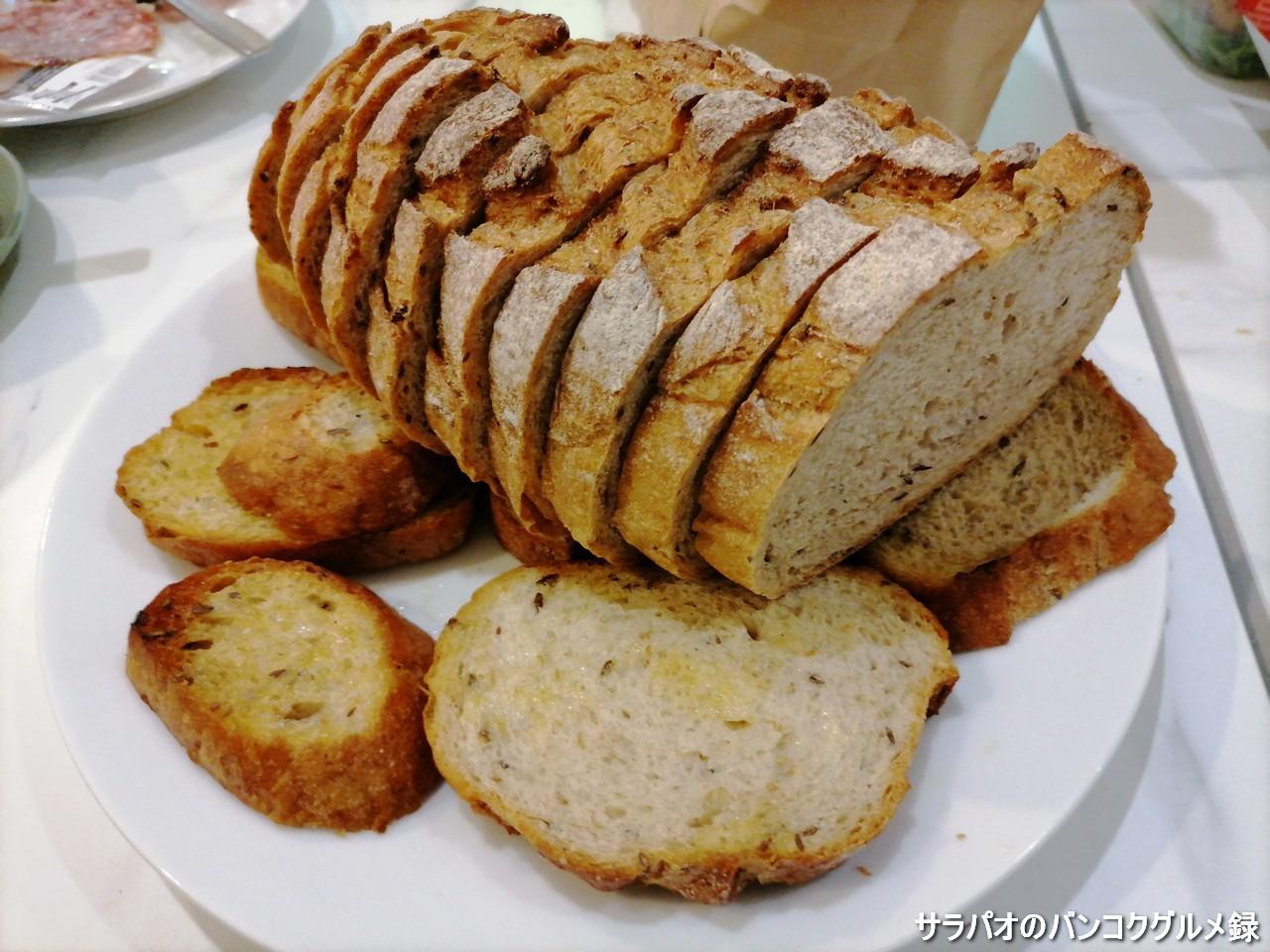 ドンクは日本発の本格派フランスパンベーカリー in チットロム