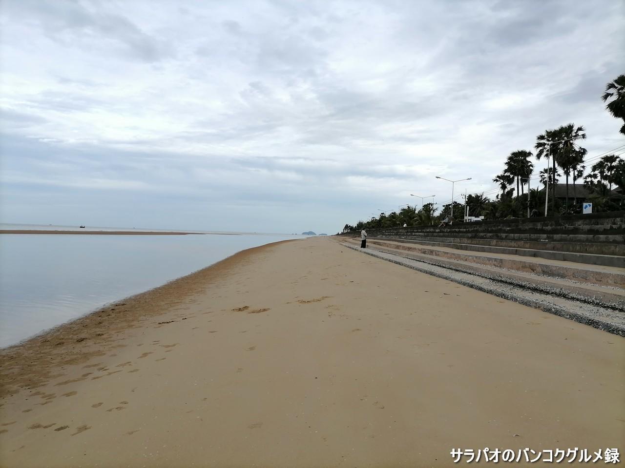 プランブリー・ビーチは全長3km以上ある人が少ないロングビーチ in プラチュワップキーリーカン県