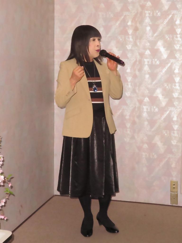 ベージュジャケットでカラオケ(3)