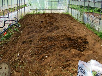 200928耕運して堆肥置き