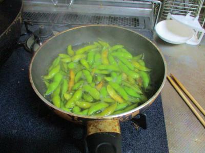 201103枝豆を茹でる