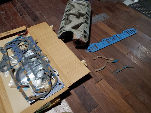ford302エンジン部品 (1)