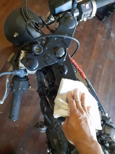 ブラストのタイヤ交換 (1)