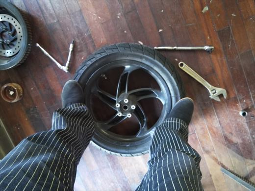 ブラストのタイヤ交換 (25)