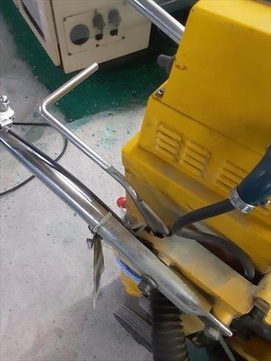 エンジン式床研磨機 (3)