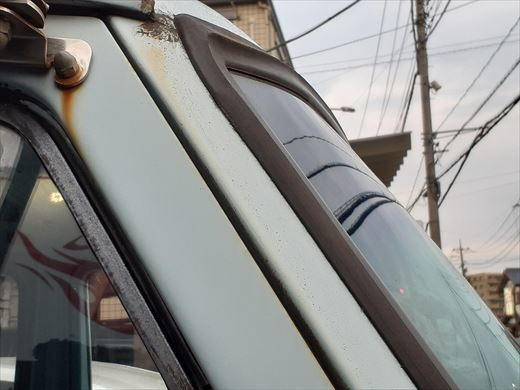 窓枠コーキング (6)
