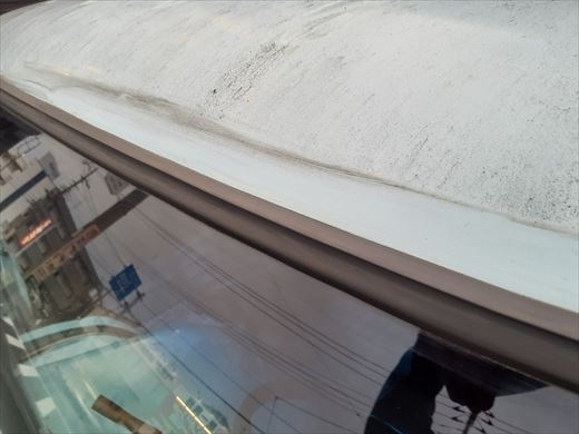 窓枠コーキング (13)