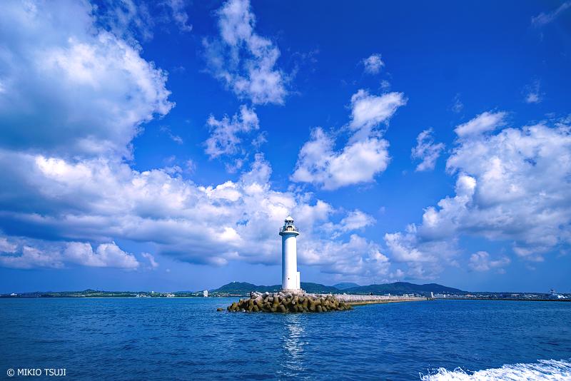 絶景探しの旅 - 絶景写真No.1258 青い海の白い灯台 (石垣島/沖縄県 石垣市)
